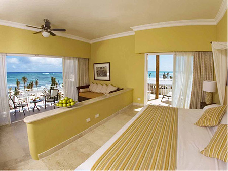 Upgrade to a Dreams Honeymoon Suite